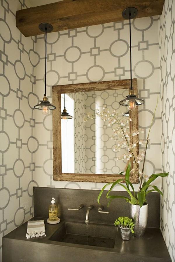 baño con estampado geométrico