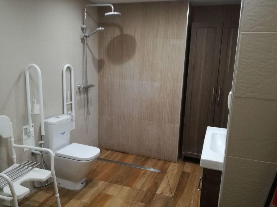 Baño adaptado para personas con movilidad reducida