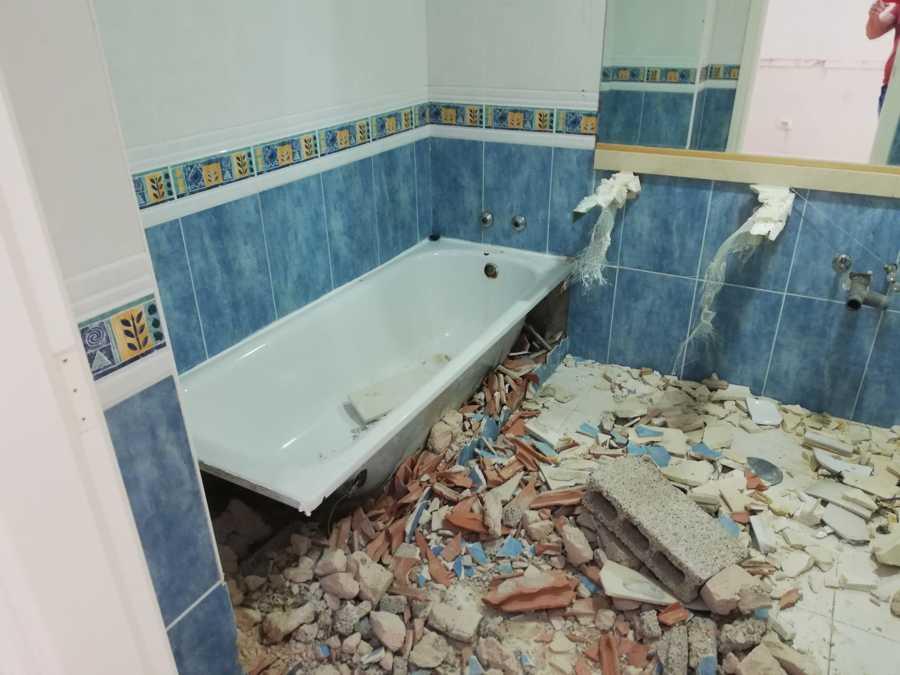 demolición baño antiguo