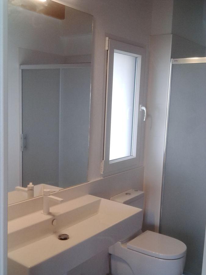 Baño central hacia la ducha