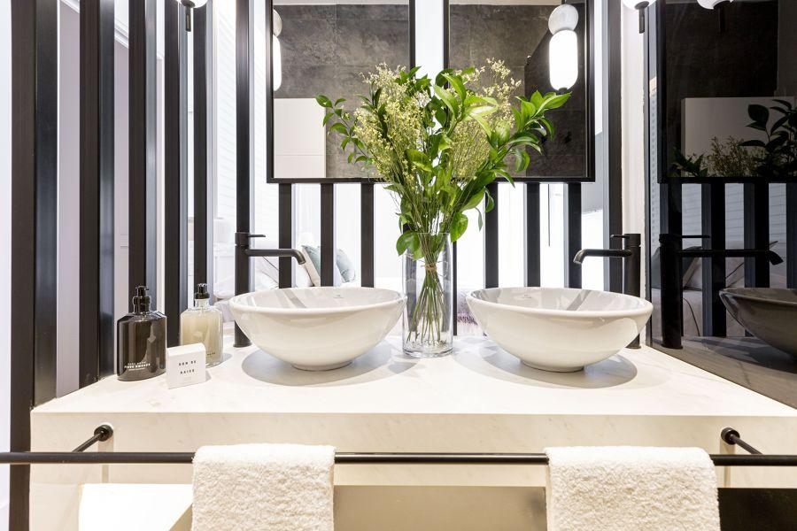 Baño clásico con encimera de mármol