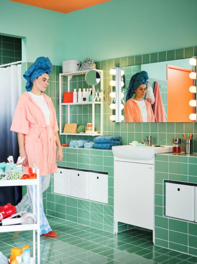 Baño con accesorios IKEA