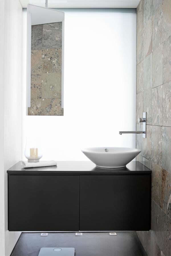 Baño con aplacado de piedra