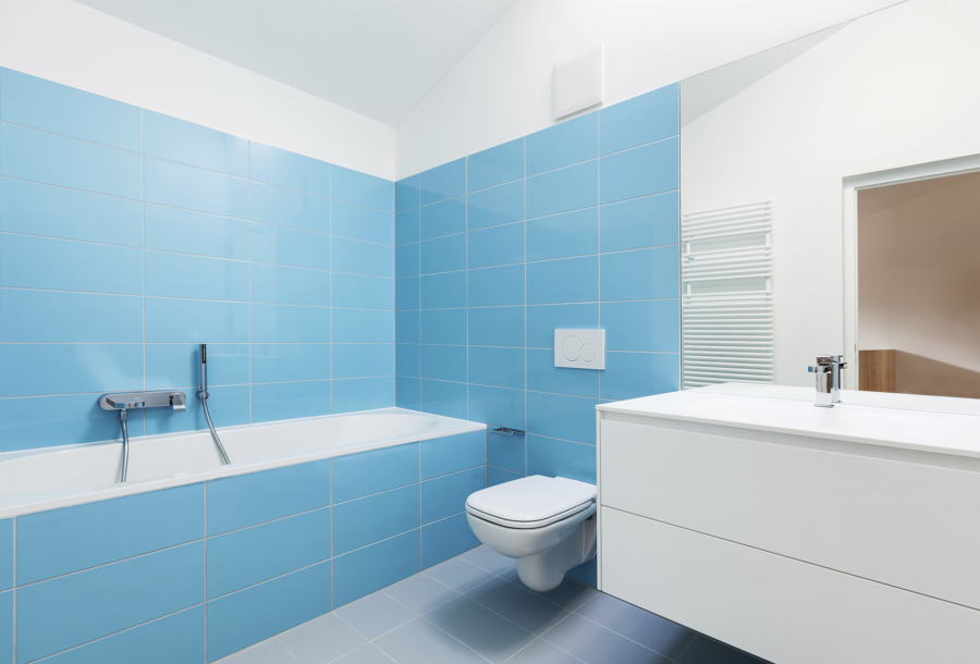 Foto ba o con azulejos pintados de azul celeste 1058779 - Azulejos vinilicos ...