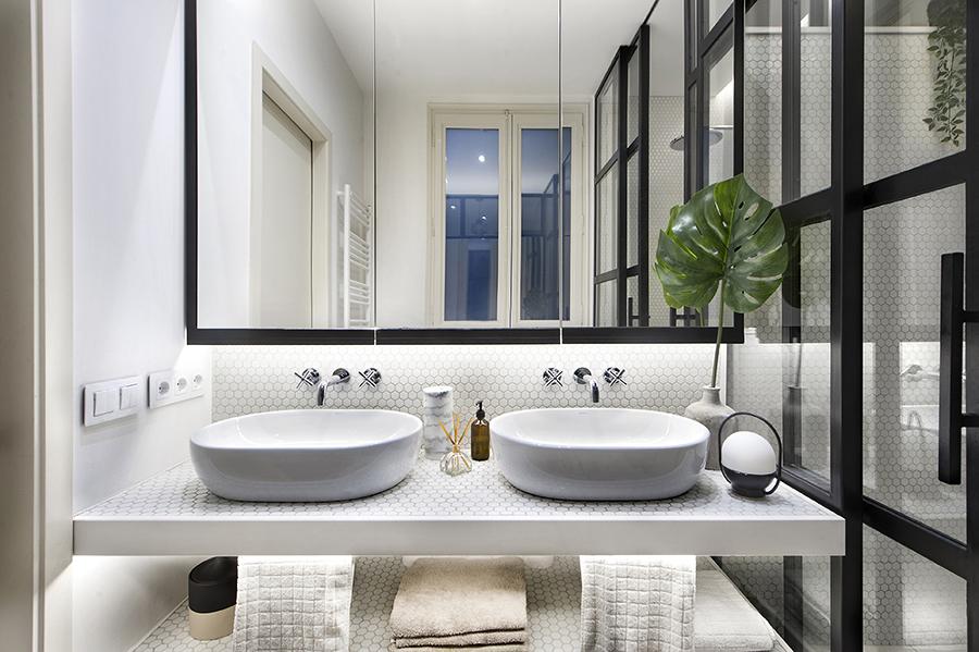 Baño con azulejos tipo hisbalit con dos senos