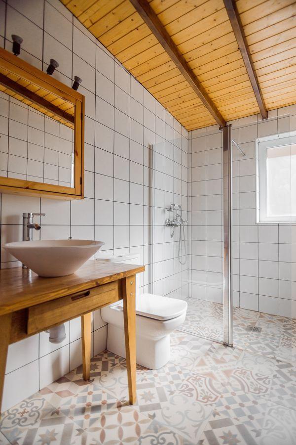 Baño con baldose hidráulica
