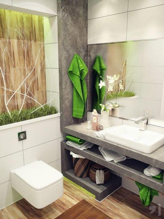 baño con detalles en césped artificial