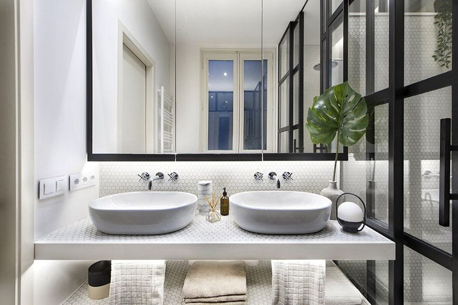 Baño con doble lavabo