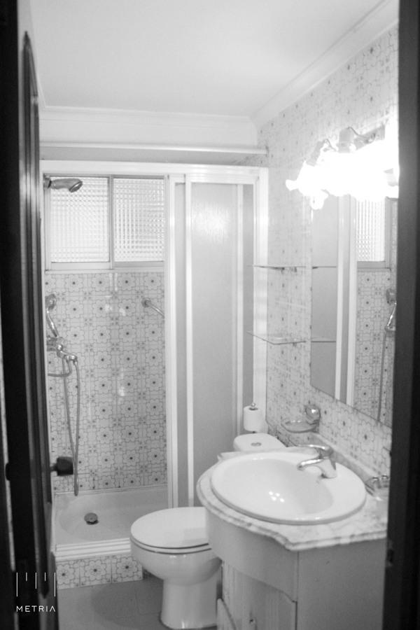 Baño con ducha antes