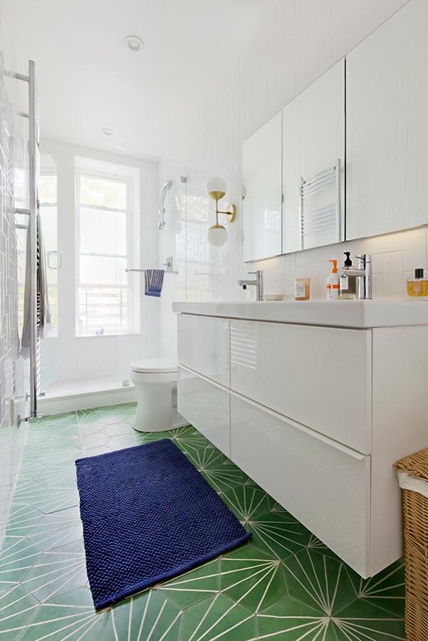baño con ducha después de la reforma