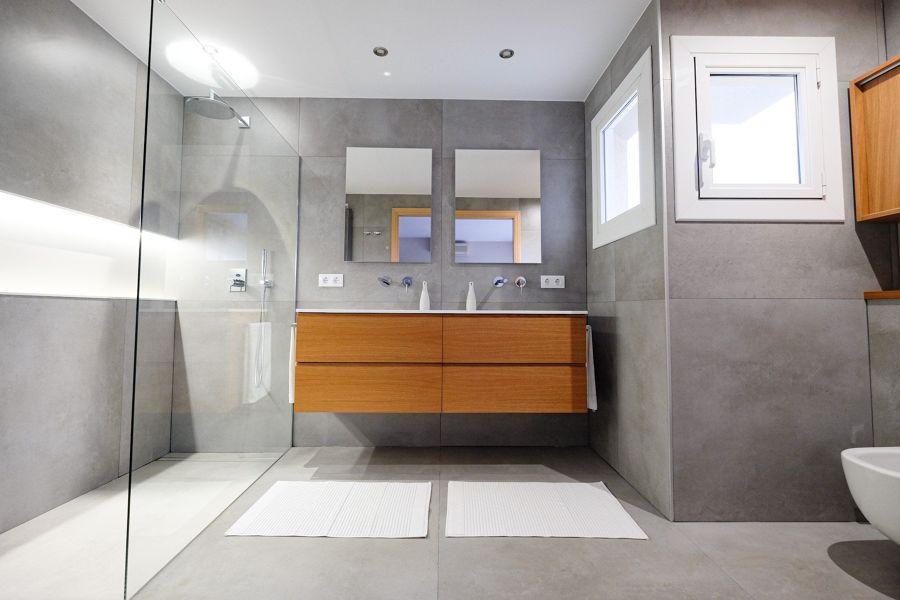 Baño con ducha y mampara fija