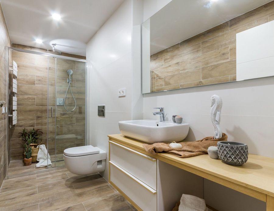 Baño con ducha y mueble a medida