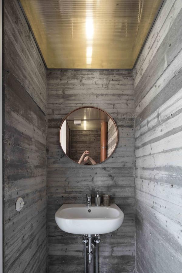 Foto ba o con falso techo de policarbonato de lola - Falsos techos para banos ...