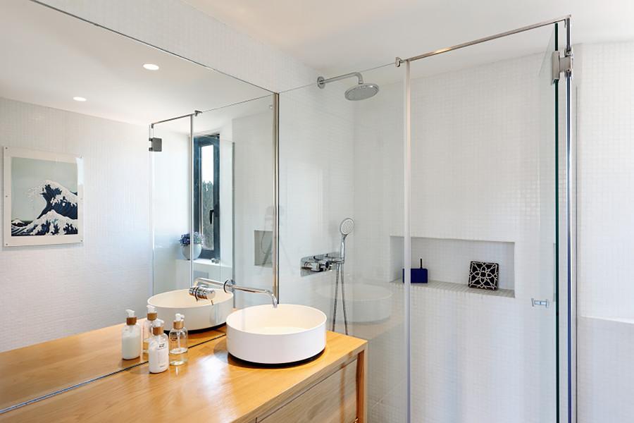 Baño con lavabo circular