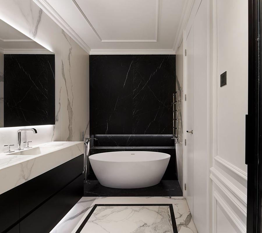 Baño con lavabo de mármol
