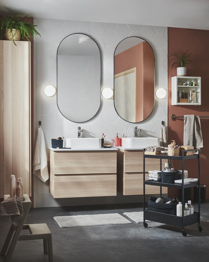 Baño con lavabo efecto madera IKEA 21.