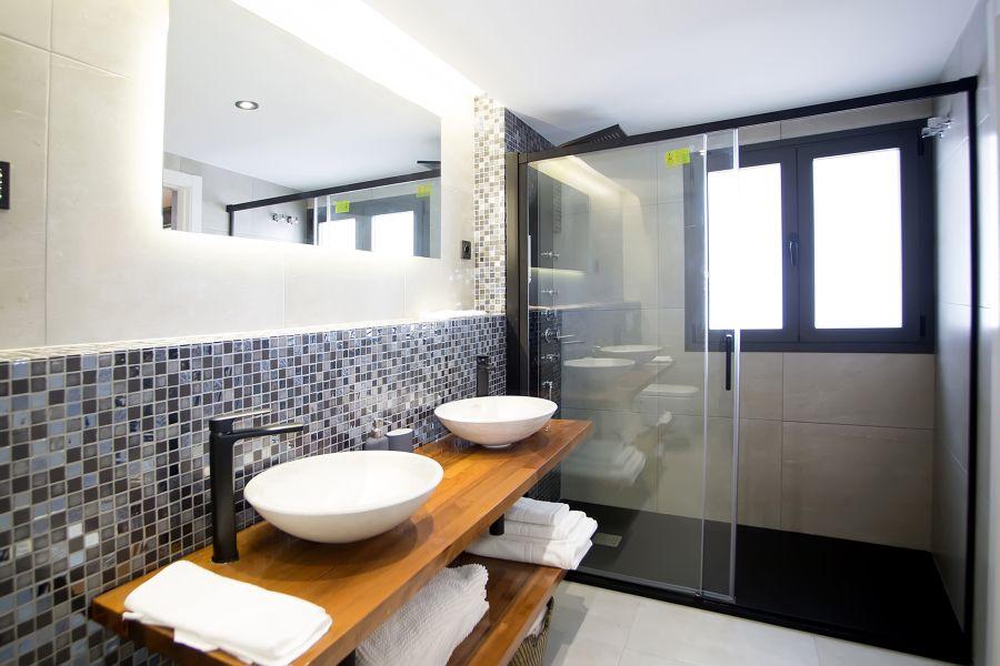 baño con moderno