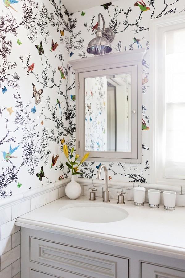 Los 7 trucos de un decorador para que tu ba o peque o parezca de lujo ideas reformas ba os - Papel pintado bano ...