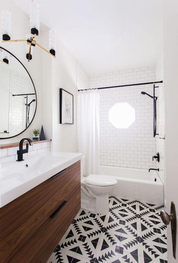 Los accesorios de baño en negro sirven apara decorar con el equilibrio  perfecto una estancia toda blanca creando pequeños descansos para la vista  sin ... 6bc73157b9b9
