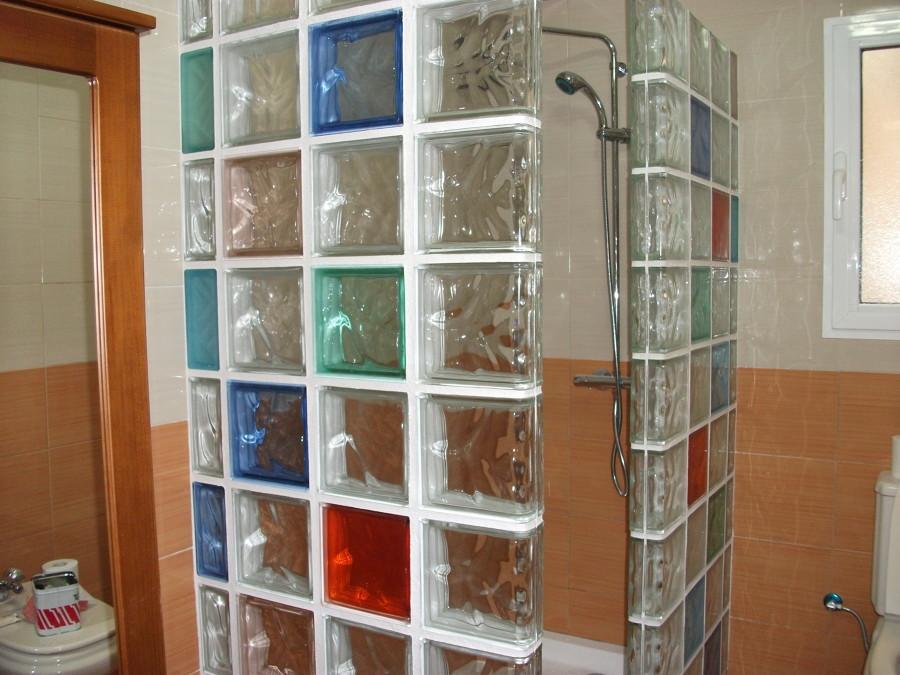 Foto ba o de bloques de cristal de construcciones y - Cuartos de bano con paves ...
