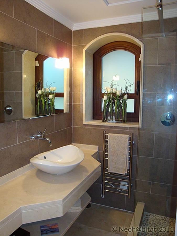 Baño de Cortesía en Vivienda Renovada en Las Chapas Marbella