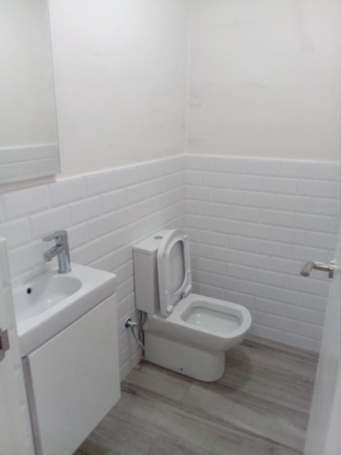 Baño de Reforma de Local.