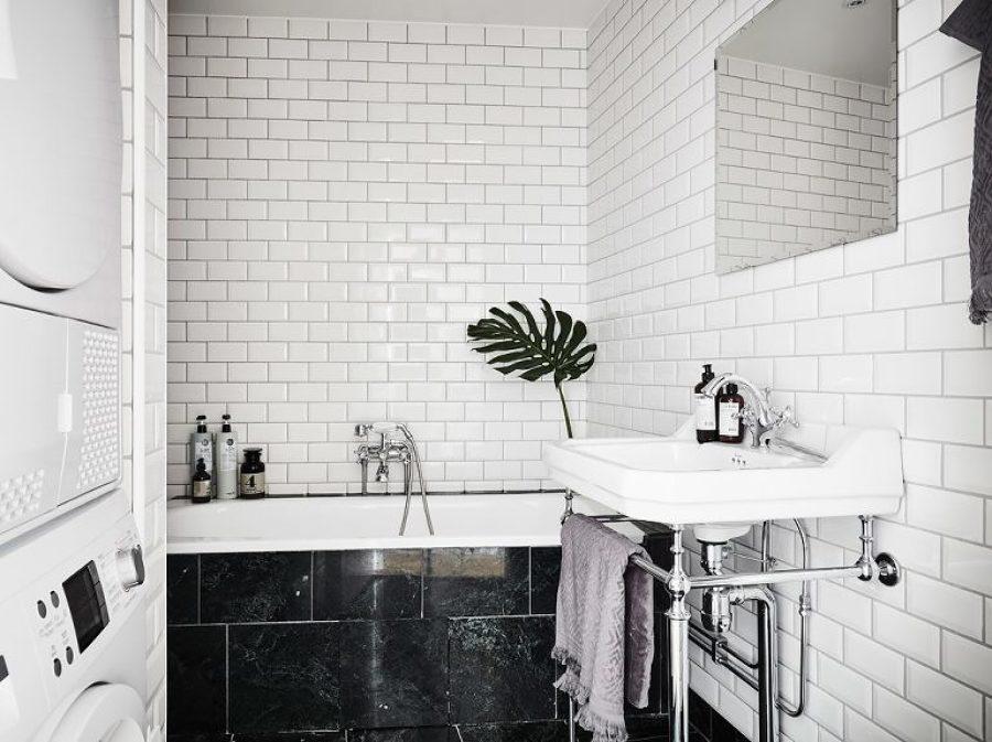 Blanco negro y mucho arte en un apartamento n rdico for Banos en blanco y negro