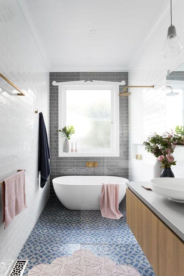 Baño en gris con bañera