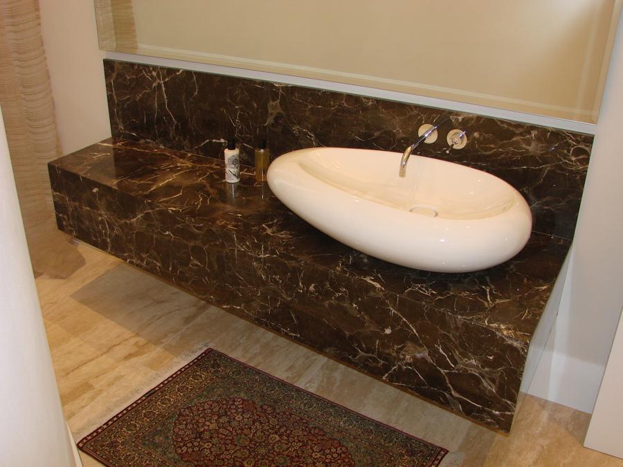 Proyectos m rmol emperador ideas pavimentos continuos for Colores de marmol para banos