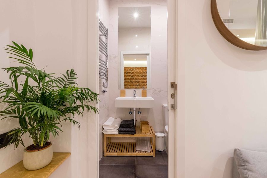 Baño en suite con puerta corredera