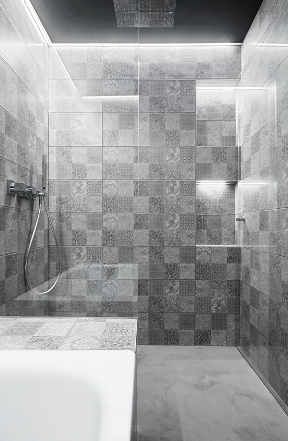 baño, espacio de ducha y bañera