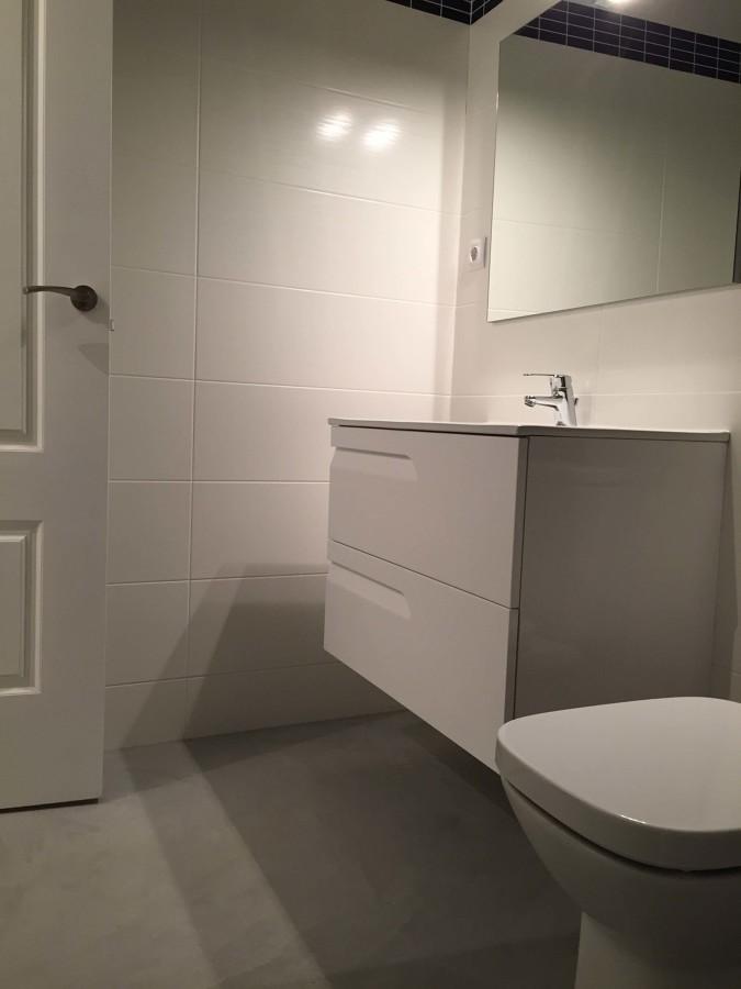 Baño Estilo Contemporaneo:baño estilo contemporáneo con lavabo suspendido