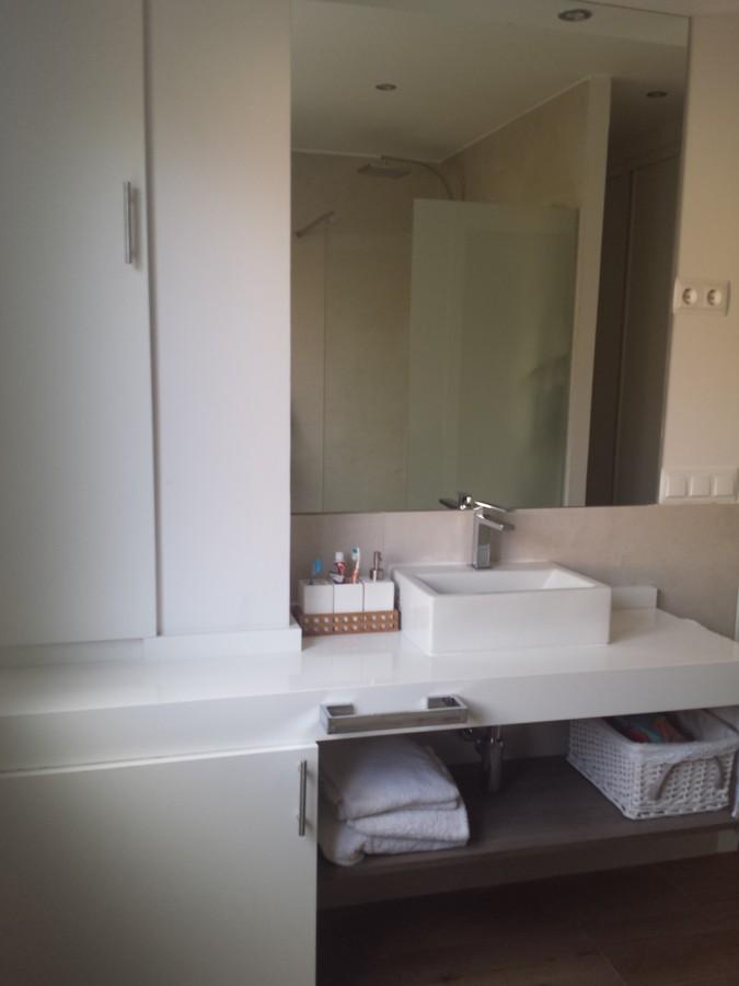 Baño Con Inodoro Separado:baño completo con plato de ducha de resina bañera inodoro separado