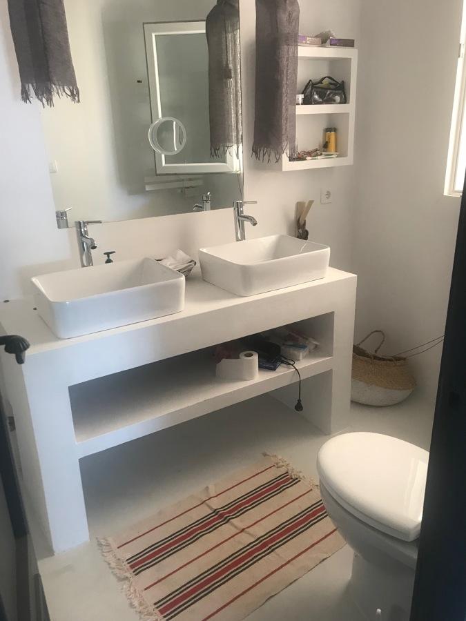 Baño MicroCemento blanco