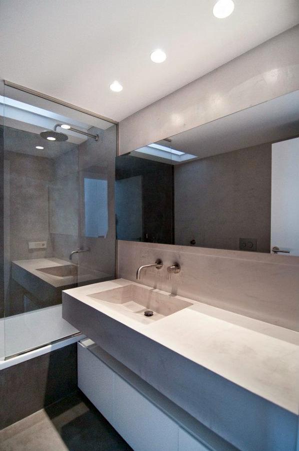 Cuartos De Baño En Microcemento: en microcemento, paredes, suelos, incluso la bancada con lavabo