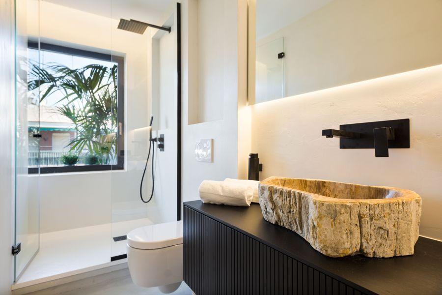 Baño minimalista y moderno