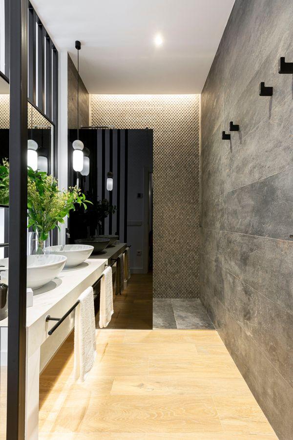 Baño moderno con ducha con porcelánico imitación piedra