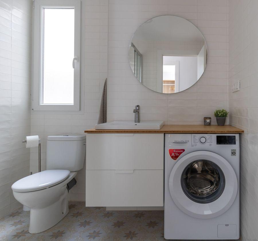 baño moderno con lavadora