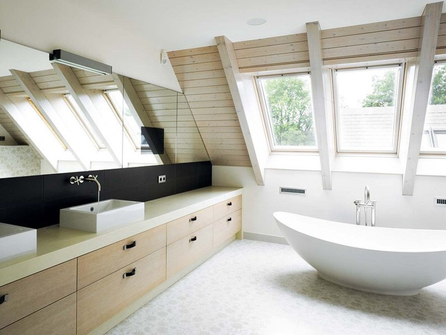 Baño moderno en zona trasera de la vivienda