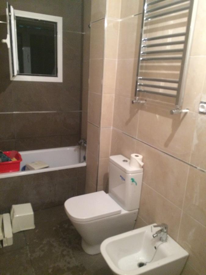 Presupuesto Baño Nuevo:Baño nuevo con sanitarios y radiador toallero