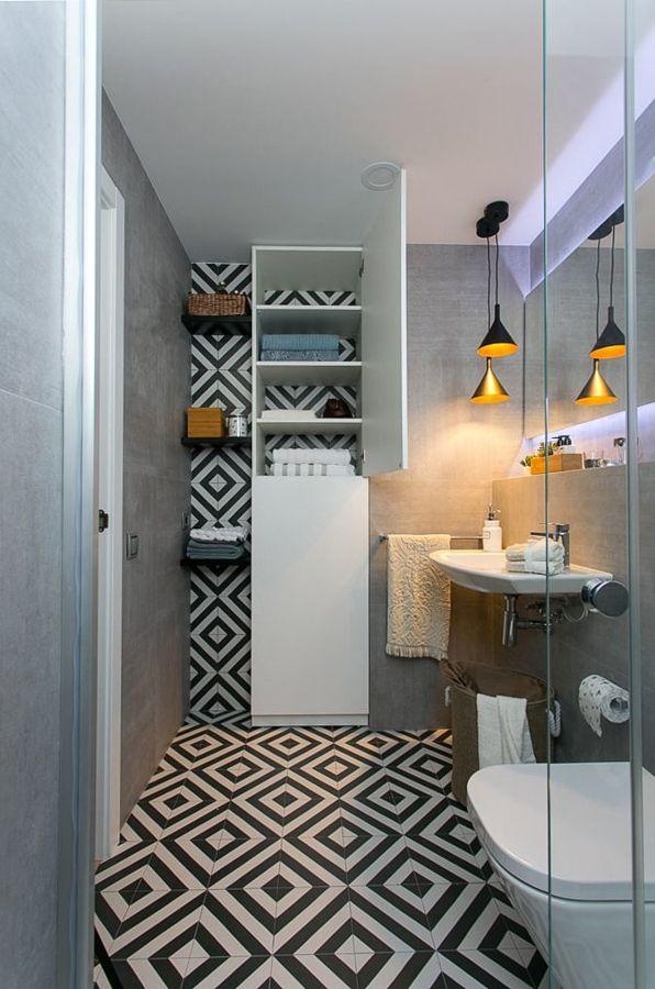 Baño pequeño con almacenaje en vertical