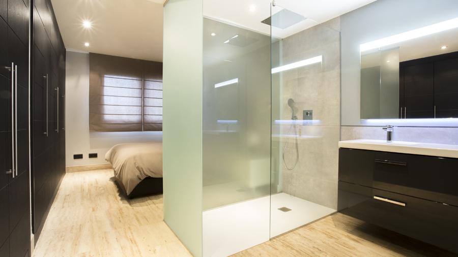 Baño principal integrado en habitación