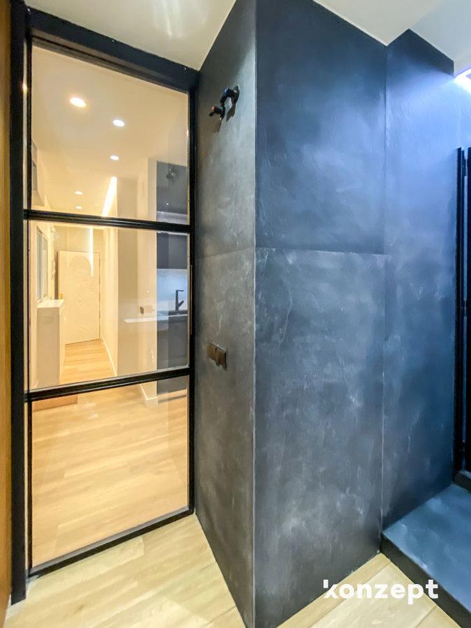 Baño puerta vidrio inteligente