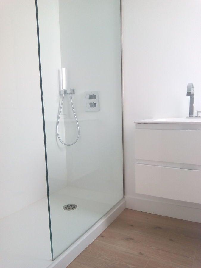 Baño Reformado Ducha:Baño reformado completo: formado por plato de corian, mueble de