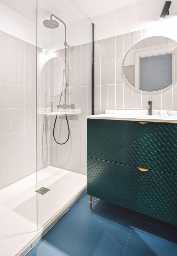 Baño sin ventana con mampara fija