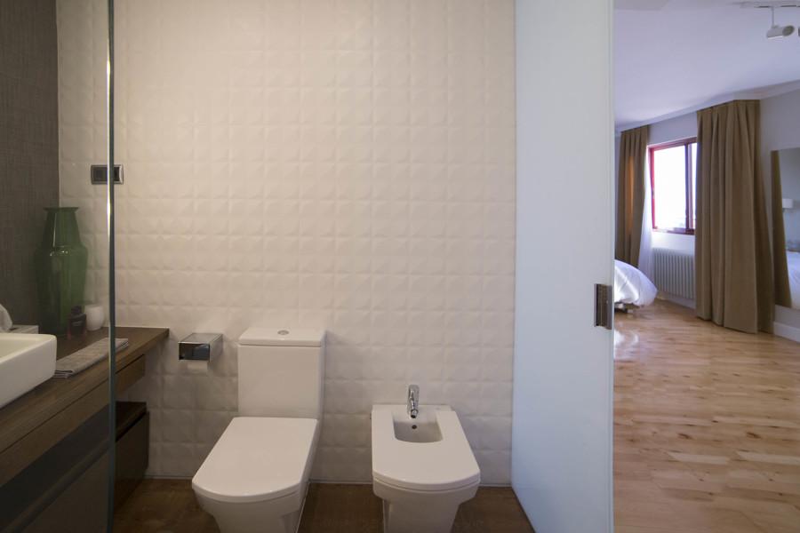 Una vivienda en alcobendas que gan much simo espacio for Azulejos alcobendas