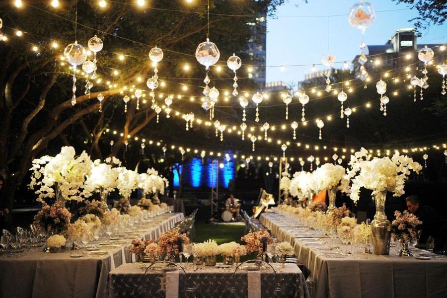 Foto banquete boda iluminado de elenatorrente d az for Decoracion bodas valencia