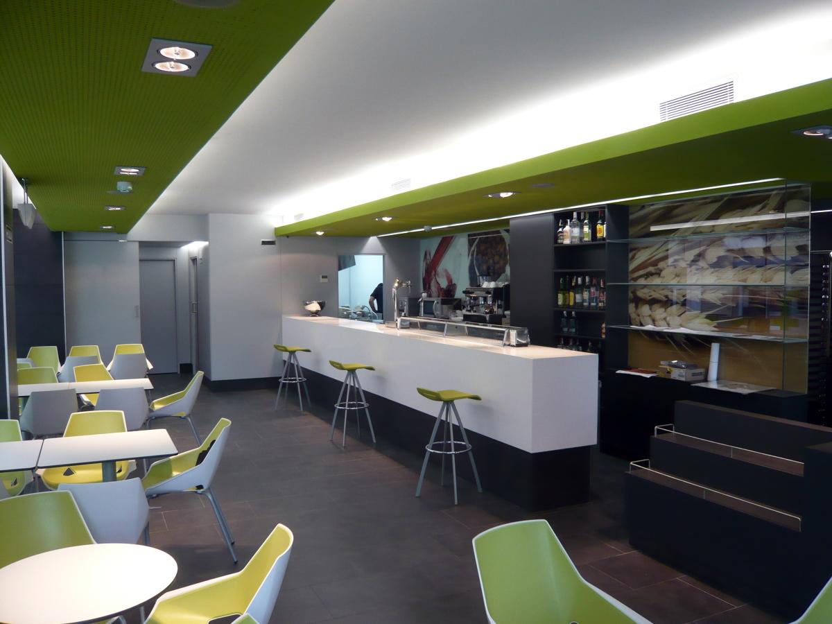Foto bar cafeteria en mutilva de fermin garj n marian for Decoracion cafeterias modernas
