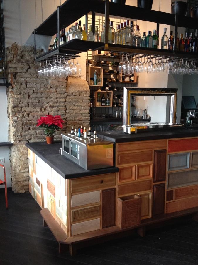 Bar el almacen ideas reformas locales comerciales for Bar madera sevilla