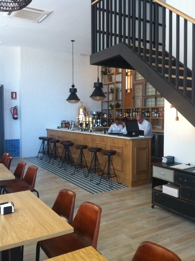 Bar- Restaurante DeOtero, Cádiz. Primera línea de Playa.